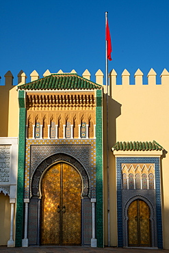 Moorish gates, battlements and the Moroccan flag, the facade of the Dar el-Makhzen (Royal Palace), New Fez, Morocco, North Africa, Africa