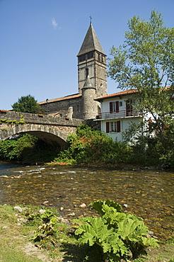 River Nive, Saint Etienne de Baigorry St.-Etienne-de-Baigorry), Basque country, Pyrenees-Atlantiques, Aquitaine, France, Europe