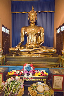 Sukhothai Traimit, solid gold Buddha, 15 feet high and weighing 5.5 tons, Bangkok, Thailand, Southeast Asia, Asia