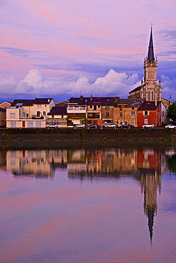 Yonne riverbanks, sunset, Auxerre, Yonne, Bourgogne (Burgundy), France, Europe