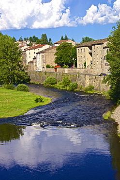 Medieval village and Allier River, Lavoute Chilhac, Auvergne, Haute Loire, France, Europe