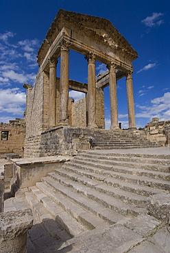 Capitolium (Temple to the three main gods), Roman ruin of Dougga, UNESCO World Heritage Site, Tunisia, North Africa, Africa