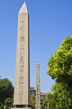 Egyptian Obelisk (Dikilitas) from Luxor and Serpentine Column (Yilani Sutun) from the temple of Apollo at Delphi in the Hippodrome (At Meydani), Sultanahmet, Istanbul, Turkey, Europe