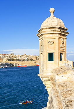 Vedette watchtower (Gardjola sentry box) and Valletta Grand Harbour, Senglea, The Three Cities, Malta, Mediterranean, Europe