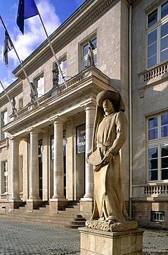 France, Pays De La Loire, Loire Atlantique (44), Nantes, The City Hall Square And Statue