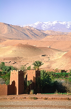 Morocco, South, Ouarzazate Region, Ait Benhaddu Ksar Ruins (Ancient Adobe Fortress And Village), Overview On The Ramparts And Atlas Mountains