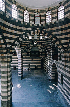 Syria, Damascus, Opening In The Bzouriye Souks The Assad Pachan Khan (Caravanserai) Built In Xviith Cent, By Assad Pacha Renovated Recently, Merchants Were Accommodated In 44 Rooms And Presented Their Goods In The Yard