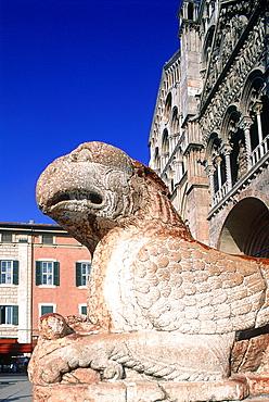Italy, Emilia Romagna, Ferrara, Scupture Of An Eagle At Cathedral (Duomo) Entrance