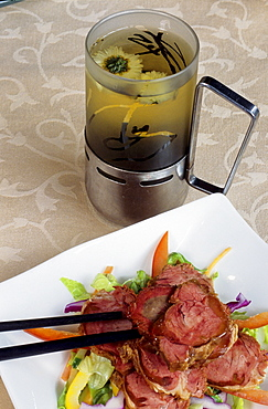 Upmarket restaurant Ye Shanghai in former French concession offering high class cuisine, pork roll and Longjing green tea, Shanghai, China, Asia