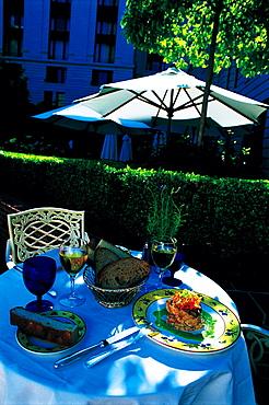 Ritz-Carlton Outdoor Restaurant, Table, San Francisco, Usa