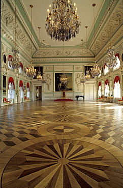 Russia, St-Petersburg, Pedrovorets, Peterhof Palace, The Throne Room