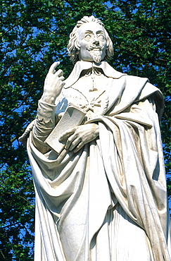 France, To Uraine Val-De-Loire, In Dre-Et-Loire, To Wn Of Richelieu Built By Cardinal Richelieu In 17th Century, The Richelieu Statue At To Wn Gate