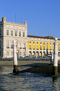 River Tagus by Praga de Comercio, Lisbon, Portugal, Europe