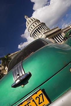 Green car at Capiyolio National, Havana