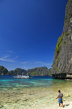Fisherman on Coral Fringe Clear Waters, Bacuit Bay, El Nido Town, Palawan Province, Philippines, Southeast Asia, Asia
