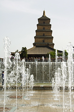 Watershow at the Big Goose Pagoda Park, Tang Dynasty built in 652 by Emperor Gaozong, Xian City, Shaanxi Province, China, Asia