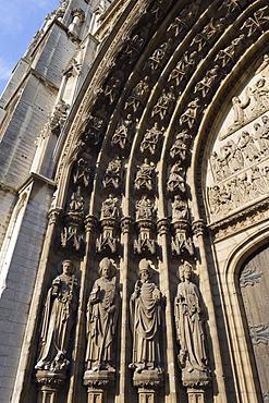 Sculpture detail on Onze Lieve Vrouwekathedraal, Antwerp, Flanders, Belgium, Europe