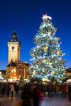 Christmas Market at Old Town Square, including Christmas tree and Gothic Town Hall, Old Town, UNESCO World Heritage Site, Prague, Czech Republic, Europe
