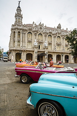 Vintage American cars parked outside the Gran Teatro (Grand Theater), Havana, Cuba, West Indies, Caribbean, Central America