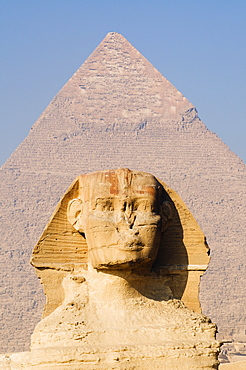 The Sphynx and the Pyramid of Khafre (Chephren), Giza, UNESCO World Heritage Site, near Cairo, Egypt, North Africa, Africa