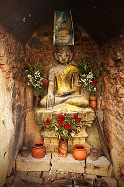 Buddhist shrine, Nyaungshwe, Inle Lake, Shan State, Myanmar (Burma), Asia - 757-295