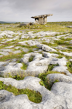 Poulnabrone Dolmen Portal Megalithic Tomb, The Burren, County Clare, Munster, Republic of Ireland (Eire), Europe