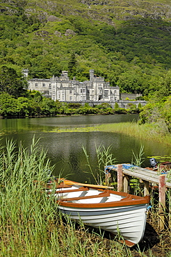 Kylemore Abbey, Connemara, County Galway, Connacht, Republic of Ireland, Europe