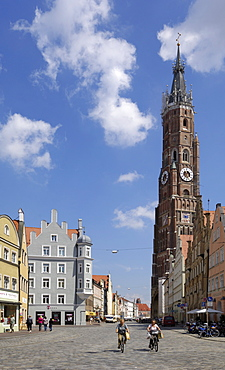 View looking towards the Basilica St. Martin, Altstadt, Landshut, Bavaria, Germany, Europe