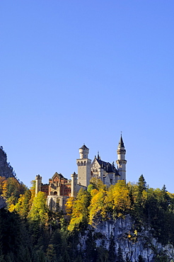 Schloss Neuschwanstein, fairytale castle built by King Ludwig II, near Fussen, Bavaria (Bayern), Germany, Europe