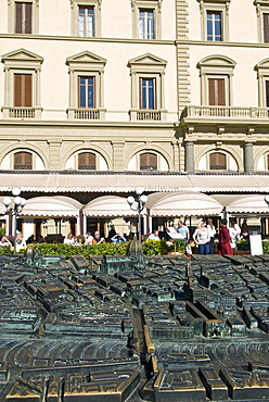 Cafe Paszkowsky and bronze model of Florence city centre, Piazza della Repubblica, Florence, Tuscany, Italy. Europe