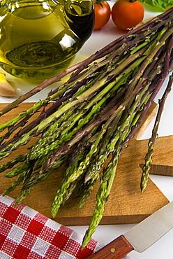 Wild Asparagus (Asparagus acutifolius), Italy, Europe - 765-1431