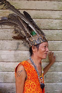 Iban man, Mengkak Iban Longhouse, Batang Ai National Park, Sarawak, Malaysian Borneo, Malaysia, Southeast Asia, Asia