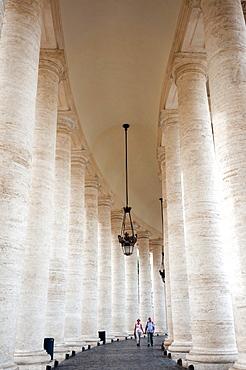 Bernini's 17th century colonnade, Piazza San Pietro (St. Peter's Square), Vatican City, UNESCO World Heritage Site, Rome, Lazio, Italy, Europe