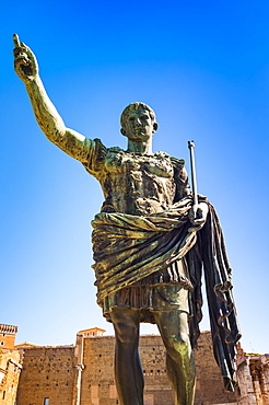 Statue of Emperor Trajan, Via dei Fori Imperiali, UNESCO World Heritage Site, Rome, Lazio, Italy, Europe