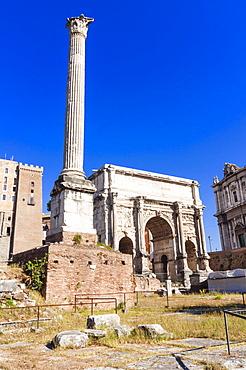 Column of Phocas, Arch of Septimius Severus, Roman Forum, UNESCO World Heritage Site, Rome, Lazio, Italy, Europe