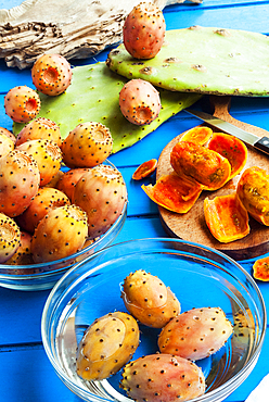 Prickly pears, leaves and fruits