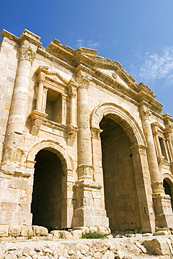 Main entrance, Hadrian's Arch, Jerash (Gerasa) a Roman Decapolis city, Jordan, Middle East