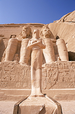 Statues of Ramses II (Ramses the Great), outside the temple, Abu Simbel, UNESCO World Heritage Site, Nubia, Egypt, North Africa, Africa