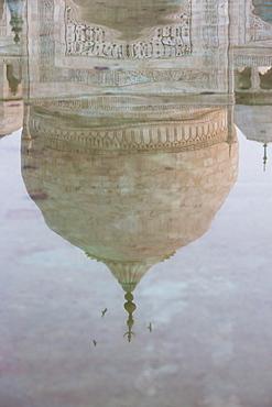 Reflection of the dome of the Taj Mahal, UNESCO World Heritage Site, Agra, Uttar Pradesh, India, Asia