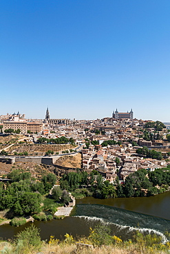 The River Tagus with the Alcazar and cathedral towering above the rooftops of Toledo, UNESCO World Heritage Site, Castilla La Mancha, Spain, Europe