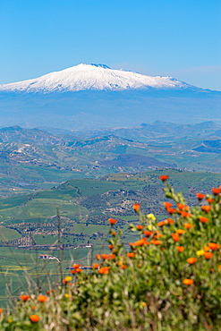 The awe inspiring Mount Etna, UNESCO World Heritage Site and Europe's tallest active volcano, Sicily, Italy, Europe