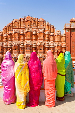 Women in bright saris in front of the Hawa Mahal (Palace of the Winds), built in 1799, Jaipur, Rajasthan, India, Asia