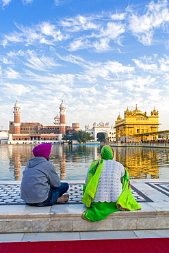 Sikhs at The Golden Temple (Harmandir Sahib) and Amrit Sarovar (Pool of Nectar) (Lake of Nectar), Amritsar, Punjab, India, Asia