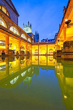 The Roman Baths and Bath Abbey illuminated at dusk, UNESCO World Heritage Site, Bath, Somerset, England, United Kingdom, Europe