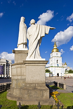 Monument to Princess Olha (Olga) at Mykhaylivska Square in front of St. Michael's Monastery, Kiev, Ukraine, Europe