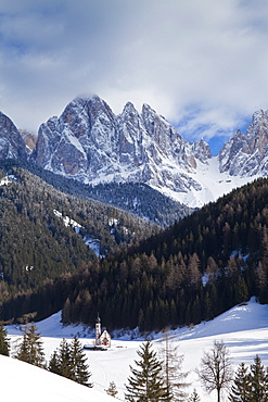 Winter landscape of St. Johann Church in Ranui in Villnoss, Le Odle Group with Geisler Spitzen, 3060m, Val di Funes, Dolomites, Trentino-Alto Adige, South Tirol (Tyrol), Italy, Europe