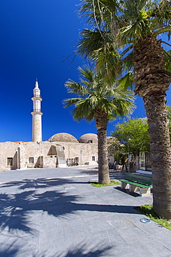 The minaret of the historic Nerantze Mosque (Gazi Hussein Mosque) in the old town in Rethymnon, island of Crete, Greek Islands, Greece, Europe