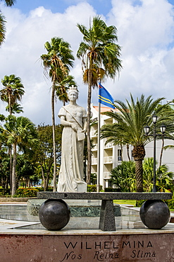 Queen Wilhelmina stautue monument, Oranjestad, Aruba, ABC Islands, Dutch Antilles, Caribbean, Central America