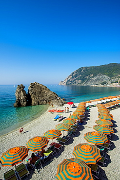 Beach umbrellas lining the beach in Monterosso al Mare, Cinque Terre, UNESCO World Heritage Site, Liguria, Italy, Europe