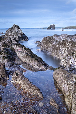 Thurlestone Rock from the rocky shores of South Milton Sands, South Hams, Devon, England, United Kingdom, Europe